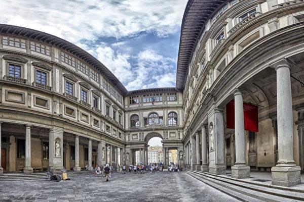 座落於領主廣場的烏菲茲美術館(Galleria degli Uffizi)。(shutterstock)