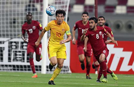 中國隊現任隊長鄭智如今已37歲,曾四次代表中國隊參加世界盃預選賽,都未能成功。 (KARIM JAAFAR/AFP/Getty Images)