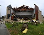 25日哈维作为4级飓风登陆地点德州罗克波特市(Rockport)。图为该市一座被飓风损毁的教堂。(AFP PHOTO / MARK RALSTON)