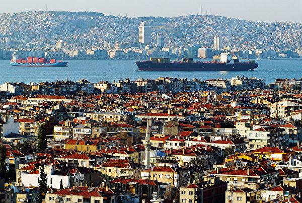 土耳其伊兹密尔市爱琴海的伊兹密尔湾。(GURCAN OZTURK/AFP/Getty Images )