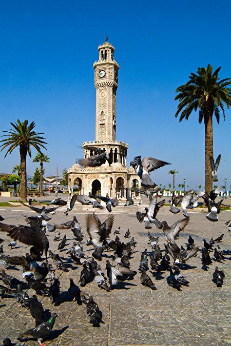 近百年历史的钟楼是伊兹密尔市的象征。(GURCAN OZTURK/AFP/Getty Images)