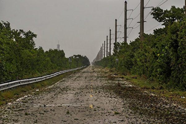9月9日Irma颶風前沿引起佛羅里達群島的拉哥島出現狂風大雨。面對即將到來的Irma颶風美國佛羅里達州撤離的人數已達630萬。(AFP PHOTO / Gaston De Cardenas )