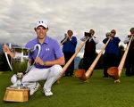 英國高球新星菲茨帕特里克經過三輪延長賽,贏得高爾夫球歐巡賽事——歐米茄歐洲大師賽的桂冠。(Stuart Franklin/Getty Images)