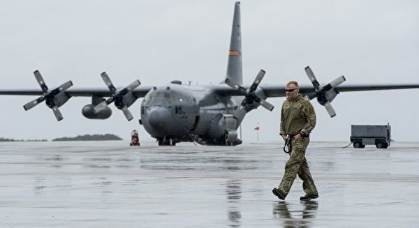 9月11日國民警衛隊從佛羅里達州動用C-130H大力神運輸機運送設備和人員到佛羅里達礁島群救災。(AFP PHOTO / US Air Force/ Tech. Sgt. Nathan Lipscomb)