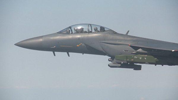 因应平壤第六次核试验,9月12日韩国空军F-15K战斗机进行远程空对地导弹实弹演习。 9月13日朝鲜放言要加速其核武器计划,以报复联合国最新制裁。( AFP PHOTO / South Korean Defence Ministry)