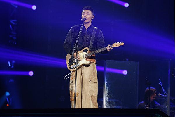 李榮浩為觀眾們精選經典歌曲,全場歌迷都不由自主的跟著大合唱。(華納音樂提供)