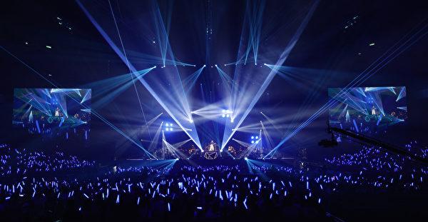 出道4年的李榮浩,9月16日首次在台北小巨蛋舉行演唱會現場。(華納音樂提供)