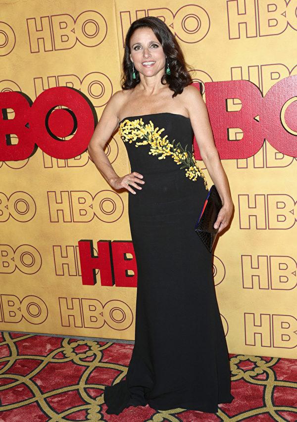 《副总统》(Veep)女主角朱莉娅‧路易斯-德利法斯(Julia Louis-Dreyfus)走红毯。(Frederick M. Brown/Getty Images)