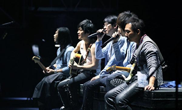 五月天堅持每年和歌迷「一期一會」在台灣跨年的約定。(相信音樂提供)