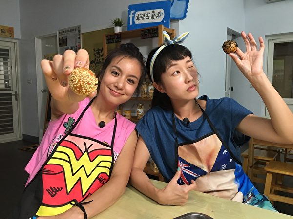 《食尚玩家》莎莎、巴鈺澎湖做炸棗。(TVBS提供)