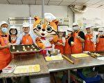 台中市長林佳龍伉儷呼籲企業及市民把握時間訂購愛心月餅。 ( 台中市政府  提供 )