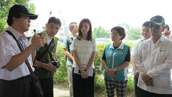 立法委员洪慈庸21日邀集内政部相关局处首长实际走访潭子,了解公园绿地改造的计划。(邓玫玲/大纪元)