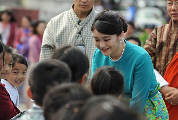 Japanese Princess Mako meets Bhutanese schoolchildren due to perform at the opening ceremony for 'Japan Week' at the Clock Tower in Thimpu on June 2, 2017. Japanese Princess Mako, the oldest of Emperor Akihito's grandchildren, is on a nine-day official visit to Bhutan. / AFP PHOTO / DIPTENDU DUTTA (Photo credit should read DIPTENDU DUTTA/AFP/Getty Images)