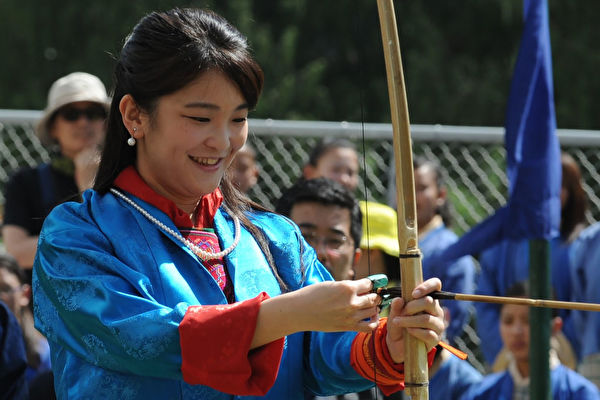 Japan's Princess Mako prepares to shoot an arrow at the Changlingmethang National Archery ground in Thimphu on June 3, 2017. Japan's Princess Mako, the oldest of Emperor Akihito's grandchildren, is on a nine-day official visit to Bhutan. / AFP PHOTO / Diptendu DUTTA (Photo credit should read DIPTENDU DUTTA/AFP/Getty Images)