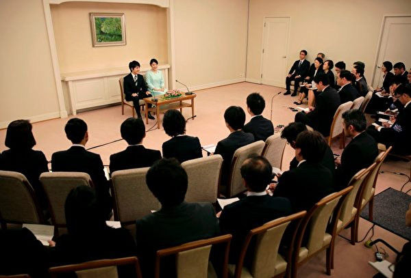 Princess Mako (top 2nd L), the eldest daughter of Prince Akishino and Princess Kiko, speaks to the media with her fiancee Kei Komuro, during a press conference to announce their engagement at the Akasaka East Residence in Tokyo on September 3, 2017. Emperor Akihito's eldest granddaughter Princess Mako and her fiancé -- a commoner -- announced their engagement on September 3, which will cost the princess her royal status in a move that highlights the male-dominated nature of Japan's monarchy. / AFP PHOTO / POOL / Shizuo Kambayashi (Photo credit should read SHIZUO KAMBAYASHI/AFP/Getty Images)