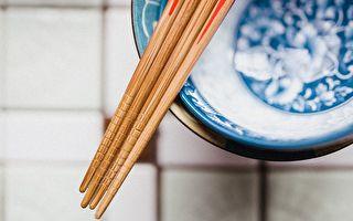 我们天天都在使用筷子,但是有些不正确使用方式,会给我们的健康带来威胁。(Pixabay)