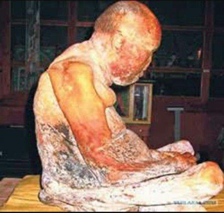 寒波喇嘛肉身下葬七十五年后不腐。(维基百科共有领域)2017920-Itigelov3