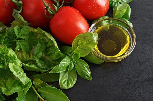 苦茶油長期食用身體一定會愛上它,用苦茶油漱口也是健康新時尚。(圖:賴記苦茶油提供)