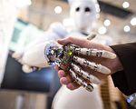 """8月21日,高科技专家,发表连署公开信,警告""""杀手机器人""""等AI自主武器将继火药、核武之后,带来第3波""""战争革命"""",要求联合国全面禁止发展。(CARSTEN KOALL/AFP)"""