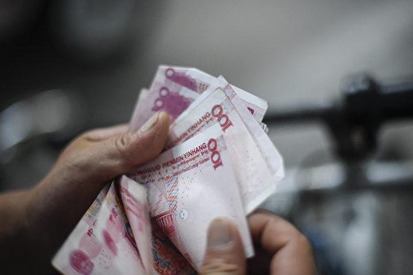 近年来,万达、安邦与复星等中国大陆几大民营企业高调到海外收购,引发关注,北京当局严控海外并购,以防止资金继续外流。(  AFP PHOTO / FRED DUFOUR)