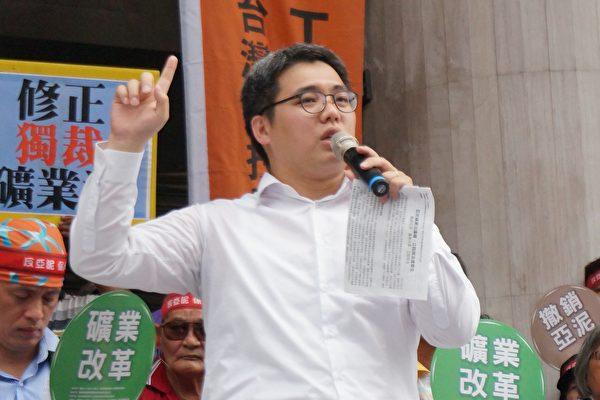 台灣蠻野心足生態協會祕書長謝孟羽表示,亞泥礦權訴願被駁回,最晚在10月底會向台北高等法院提起行政訴訟。(地球公民基金會/提供)