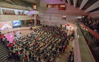 高美馆小周末音乐会第一季以莉.高露本9月1日热情开唱,民众参与踊跃。(高雄市立美术馆提供)
