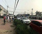 北京市朝阳区东坝乡政府门前,连续多日聚集了数百村民请愿。(受访者提供)