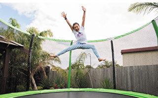 運動心理學研究認為蹦床運動非常符合兒童娛樂和兒童運動的心理特點。(Oz Trampolines提供)