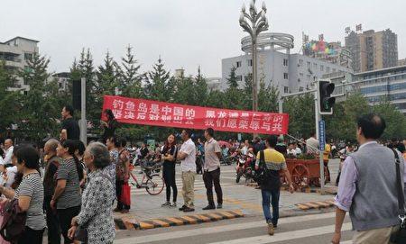 9月21日、22日,四川眉山市仁寿县数万民众走上街头游行示威,抗议眉山市政府欲将黑龙滩、视高等六镇划归眉山。(受访者提供)