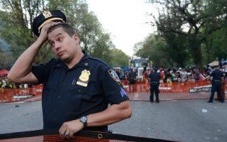 每年的祝微節和西印度群島狂歡節遊行,安保問題都令警察局頭痛,參加的人也知道這是「危險的遊行」。 (Stephanie Keith/Getty Images)