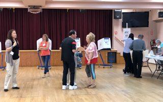 在北方大道台湾会馆投票站,韩裔选民投票多。 (林丹/大纪元)