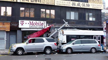 纽约法拉盛中心区18日早上6点多发生惨烈夺命车祸,3死16伤。