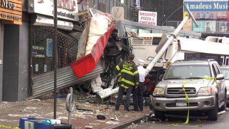 日前,法拉盛緬街交北方大道路口慘烈車禍,一輛賭場巴士失控撞向Q20公交車,造成3死16傷,其中死者中的賭巴司機是華人。 (韓瑞/大紀元)