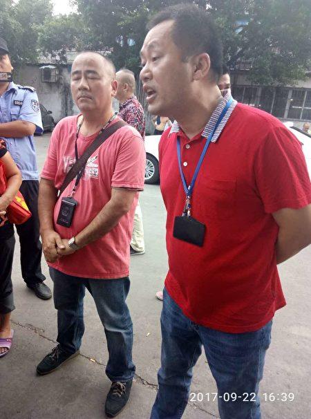 右侧红衣人为容桂街道维稳人员吴湛华。(志愿者提供)