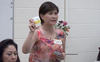 Dimond Wipes纸业董事长严筱意介绍湿纸巾产品。(王姿懿/大纪元)