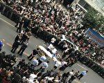 9月14日,北京市最大服装批发市场世纪天乐的千余名商户发起维权,要求市场方面延期闭市,给商户充足的清货时间。(受访者提供)