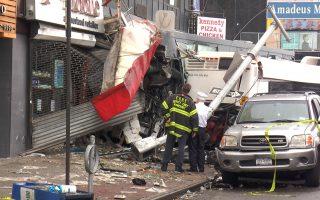 紐約法拉盛中心區18日早上6點多發生慘烈奪命車禍,3死16傷。 (韓瑞/大紀元)