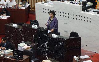 高雄市長陳菊28日到議會做施政報告,她表示,絕不會讓台大校園統獨暴力事件發生在高雄。(李怡欣/大紀元)