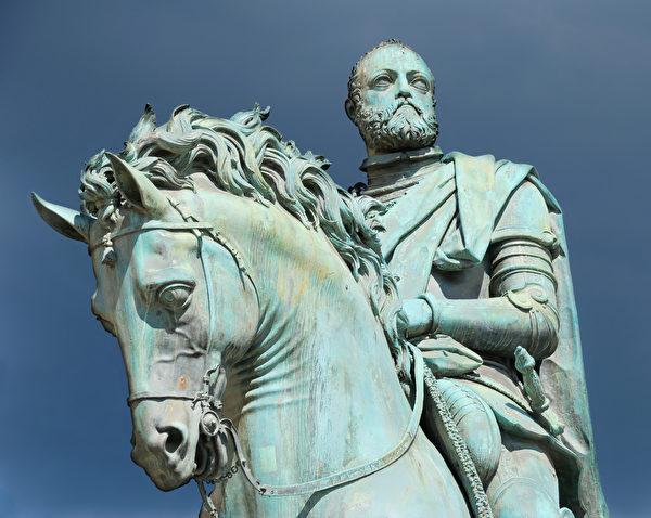科西莫一世青铜骑马像(shutterstock)