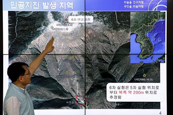 9月3日,韩国国家地震与火山中心负责人Ryoo Yog-Gyu在首尔韩国气象局中心的屏幕上展示了朝鮮核試驗後的地震波。 (Chung Sung-Jun/Getty Images)
