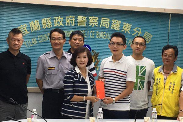 羅東鎮長林姿妙到羅東分局慰勉全體員警。(羅東鎮公所提供)