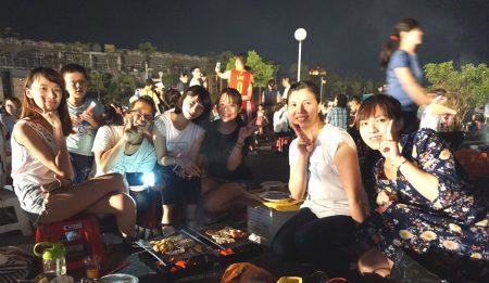 新竹馬偕員工藉中秋烤肉同歡活動開心團聚。(新竹馬偕醫院提供)