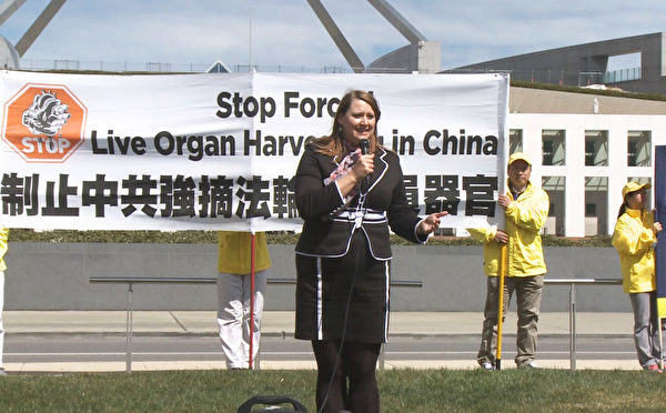 国际人权倡导和宣传组织的律师托卡吉(Andrea Tokaji)女士。(大纪元)