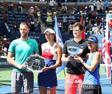 """纽约当地时间9月9日下午,台湾网球女将詹皓晴(左二)搭档新西兰选手维纳斯(Michael Venus,左一)在美国网球公开赛混双决赛上,遗憾的败给""""瑞士公主""""辛吉斯(右一)和英国选手穆雷(Jamie Murray,右二)组合,收获亚军。(大纪元/宋升华)"""
