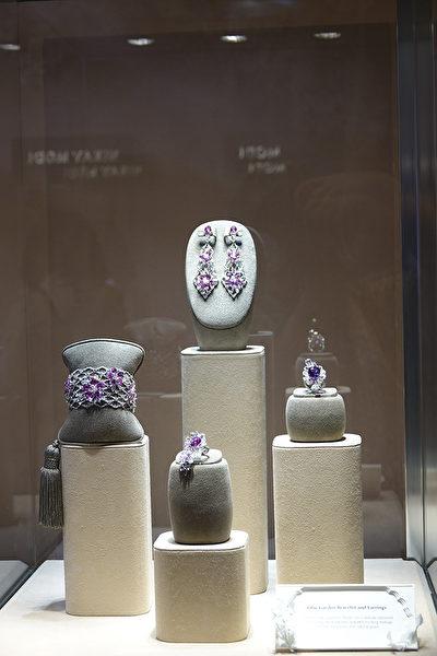 印度珠宝品牌Nirav Modi所展示的珠宝有着独特的钻石切割工艺。(关宇宁/大纪元)