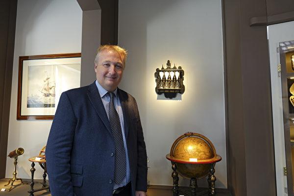 航海用具收藏艺廊总裁Eric Dealende。(关宇宁/大纪元)