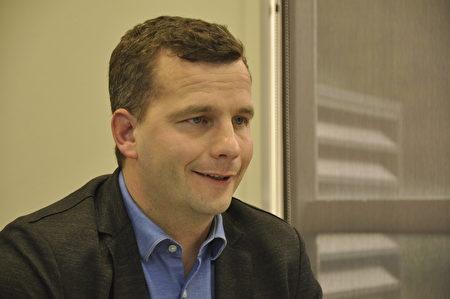 行动党党魁、奥克兰Epsom选区议员戴维•西莫(David Seymour)日前接受大纪元专访。(易凡/大纪元)