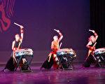 圖:9月16日晚「九天民俗技藝團」在Stafford Performance Center演出,呈現傳統臺灣藝陣文化。(易永琦/大紀元)