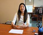 Armour小学百年来首位华裔校长褚美欣(Katherine Chuu)面见媒体记者,畅谈办校主张。(唐明镜/大纪元)