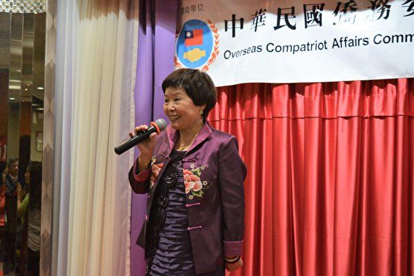 圖:加西敬師餐會上,加西中文僑校聯合會歐陽金玲會長致辭。 (邱晨/大紀元)